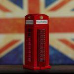 englische Fahne und Telefonzelle