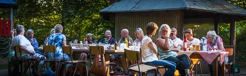 Lauschiger Abend beim ZWAR-Grillfest